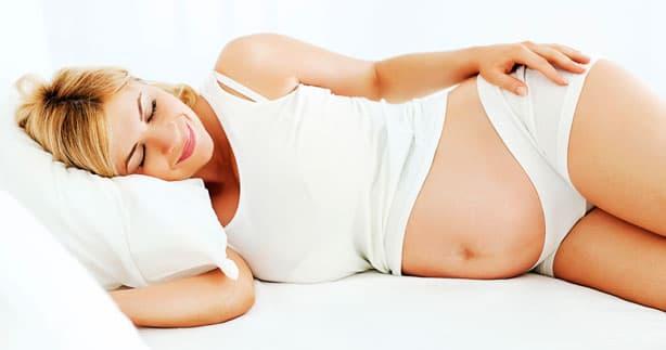 Schwangerschaftsmassage in Seitenlage